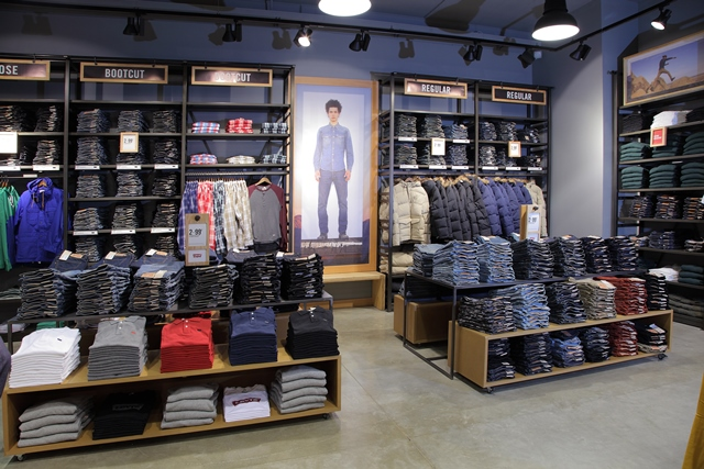 How to Display Jeans in a Retail Store