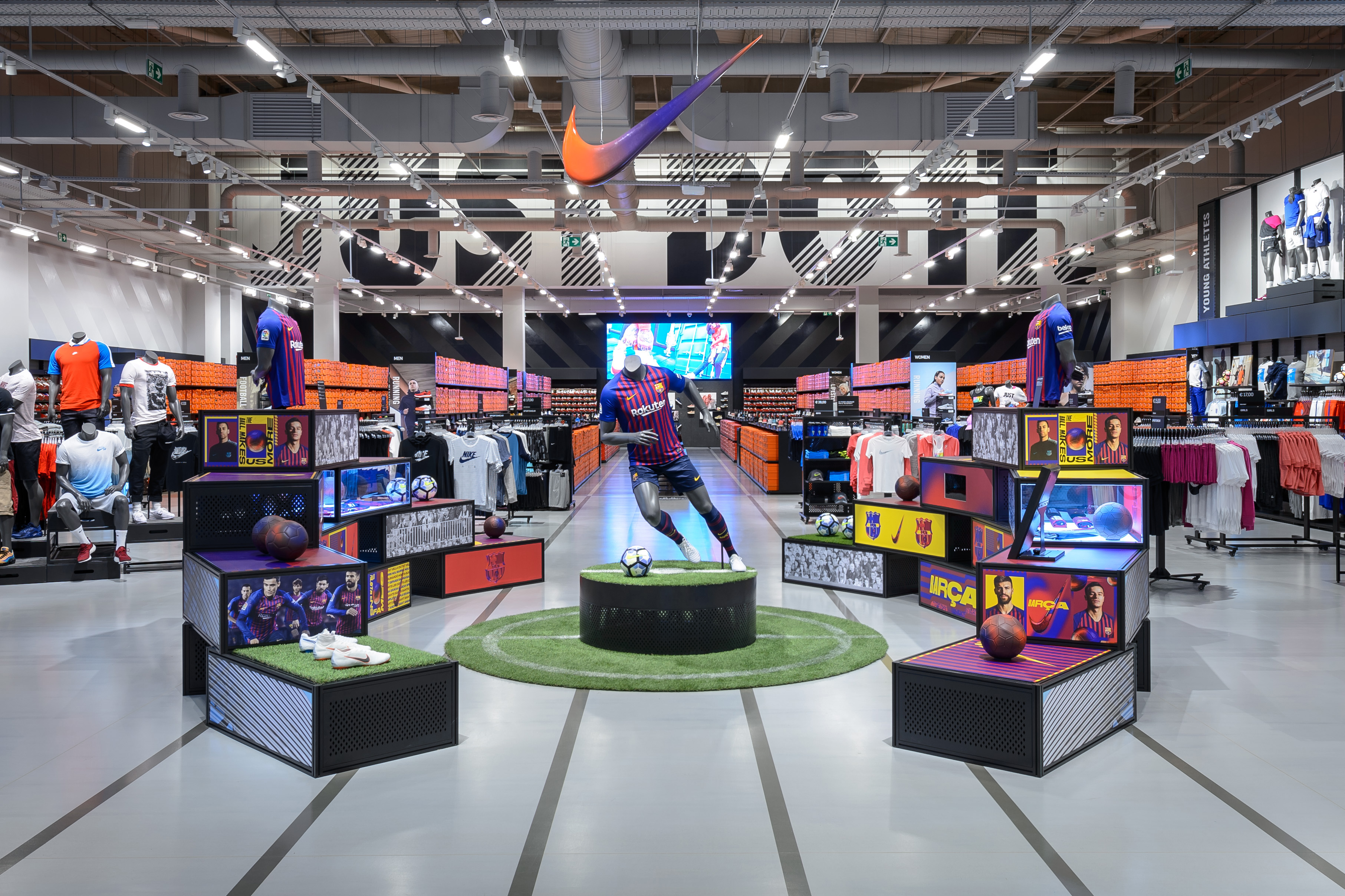 thinking big delivering nikes largest factory store
