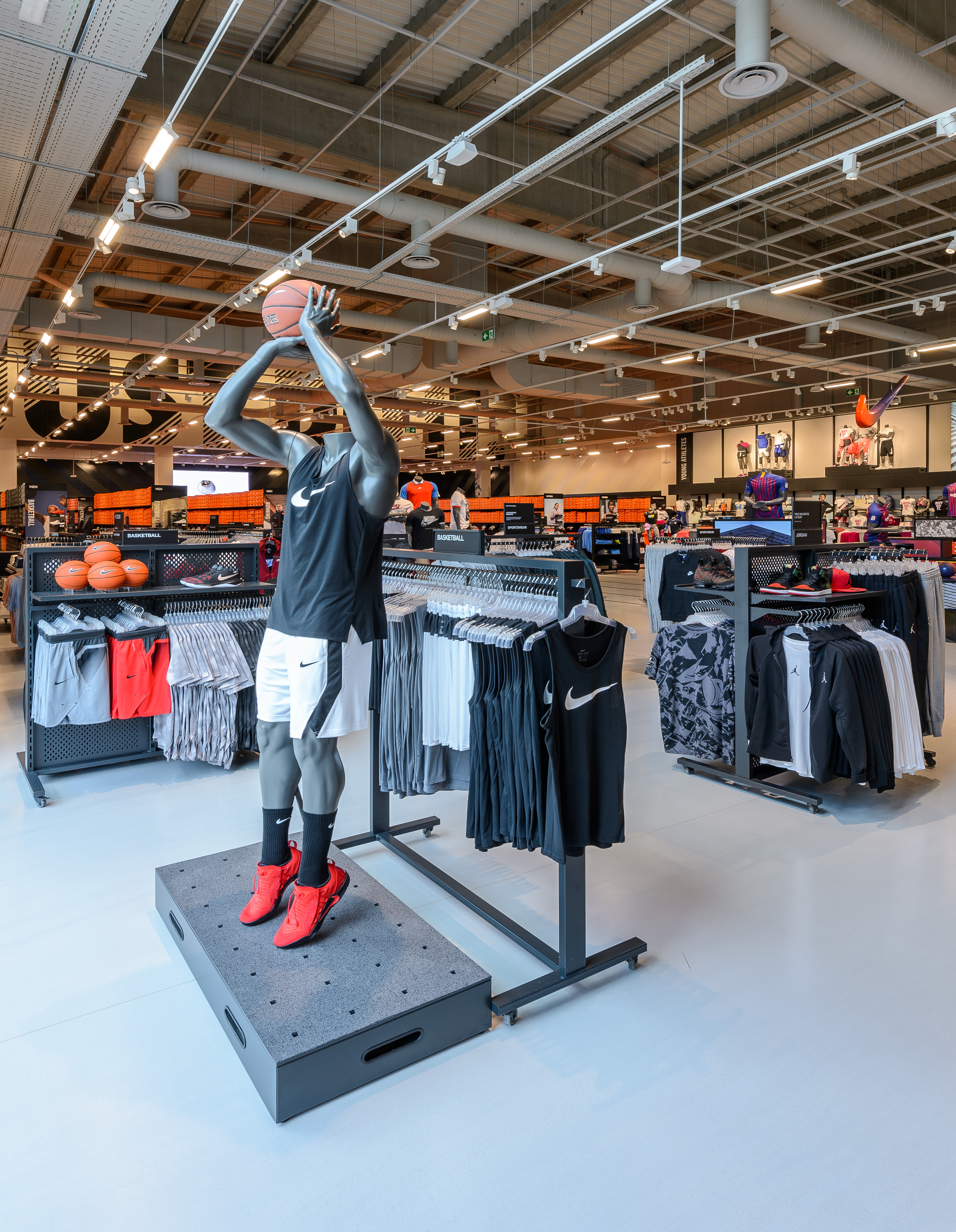 ligeramente bosquejo Eléctrico  Thinking Big: Delivering Nike's largest factory store in Europe | Triplar